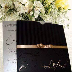 convite metalizado dourado
